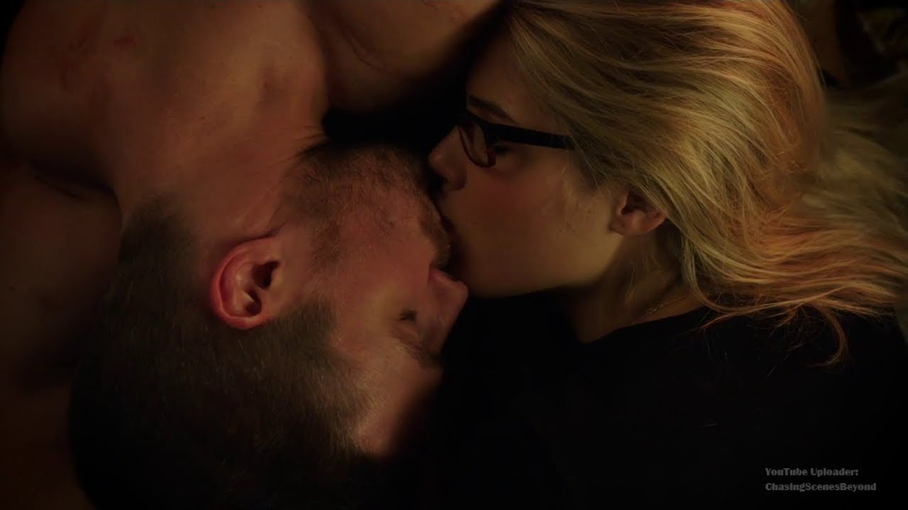 arrow oliver and felicity kiss youtube