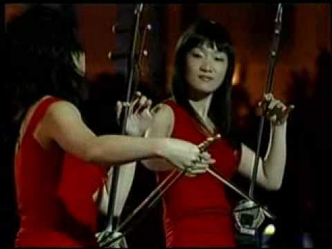 12 Girls Band - Bach Tribute (Live From Shanghai)