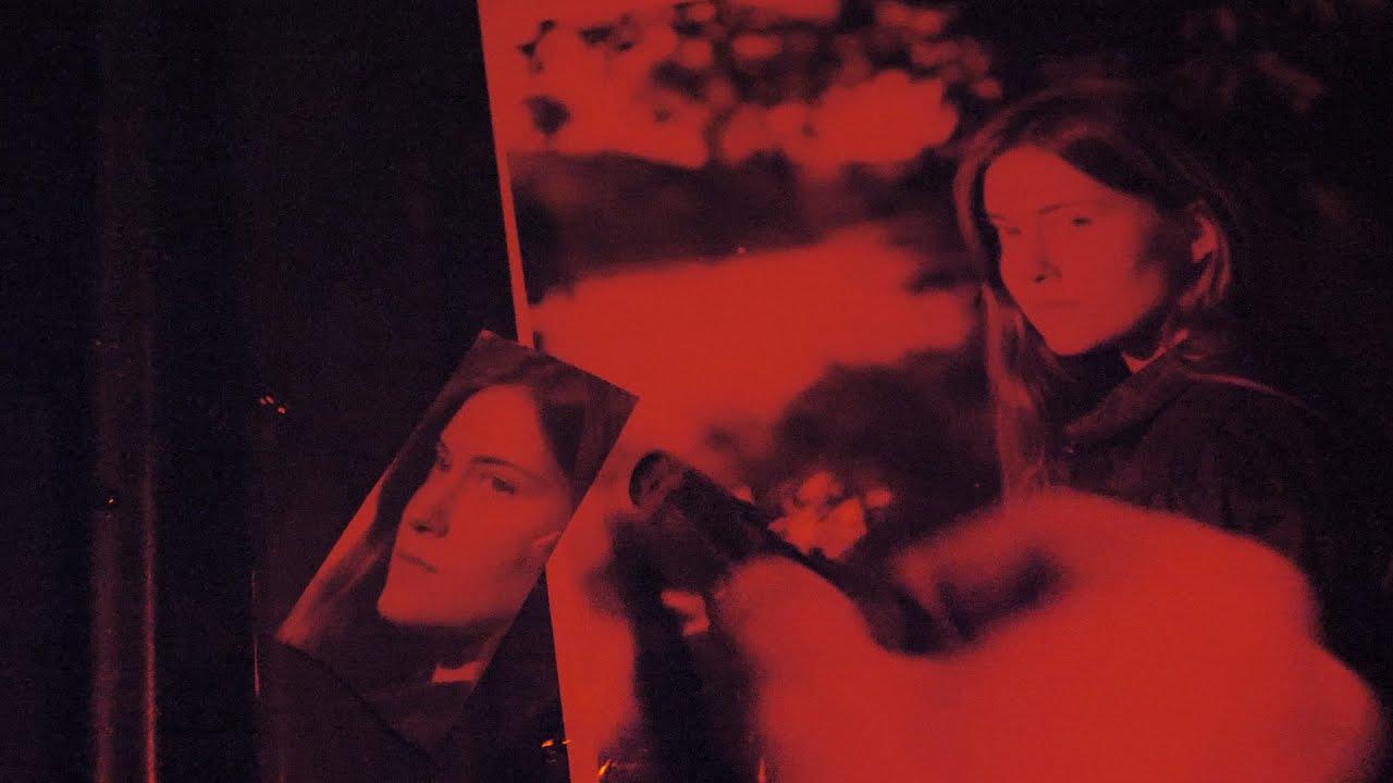 Видеоурок: Магия аналоговой фотографии - Ручная черно-белая фотопечать с плёнки при красном фонаре