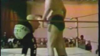 Debut of Pete Austin with Sonny King vs Bub Smith (6-16-79) Classic Memphis Wrestling