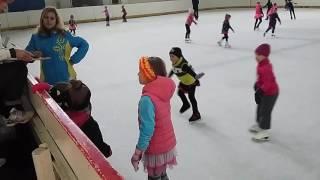 ТЕСТИРОВАНИЕ по фигурному катанию 1 й год обучения Льдинка Одесса   Vlog on ice rink(Проучившись на Льдинке с января 2016 у нас уже тестирование по фигурному катанию - элементы 1 й год обучения...., 2016-05-30T06:50:51.000Z)