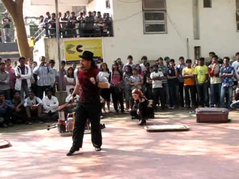 Circo Loco street show at IIT Bombay Mood Indigo 2011