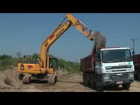 Komatsu Pc240 Excavator Loading Daf Dump Truck