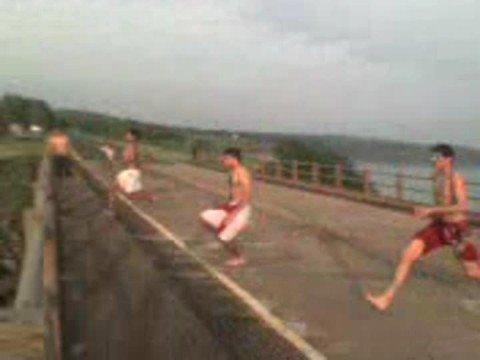 pulando da ponte FARTURA  SP juhh gui  e PauLLinho