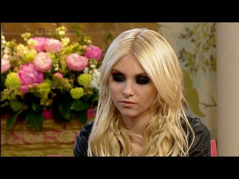 "Taylor Momsen on ""This Morning"" show"