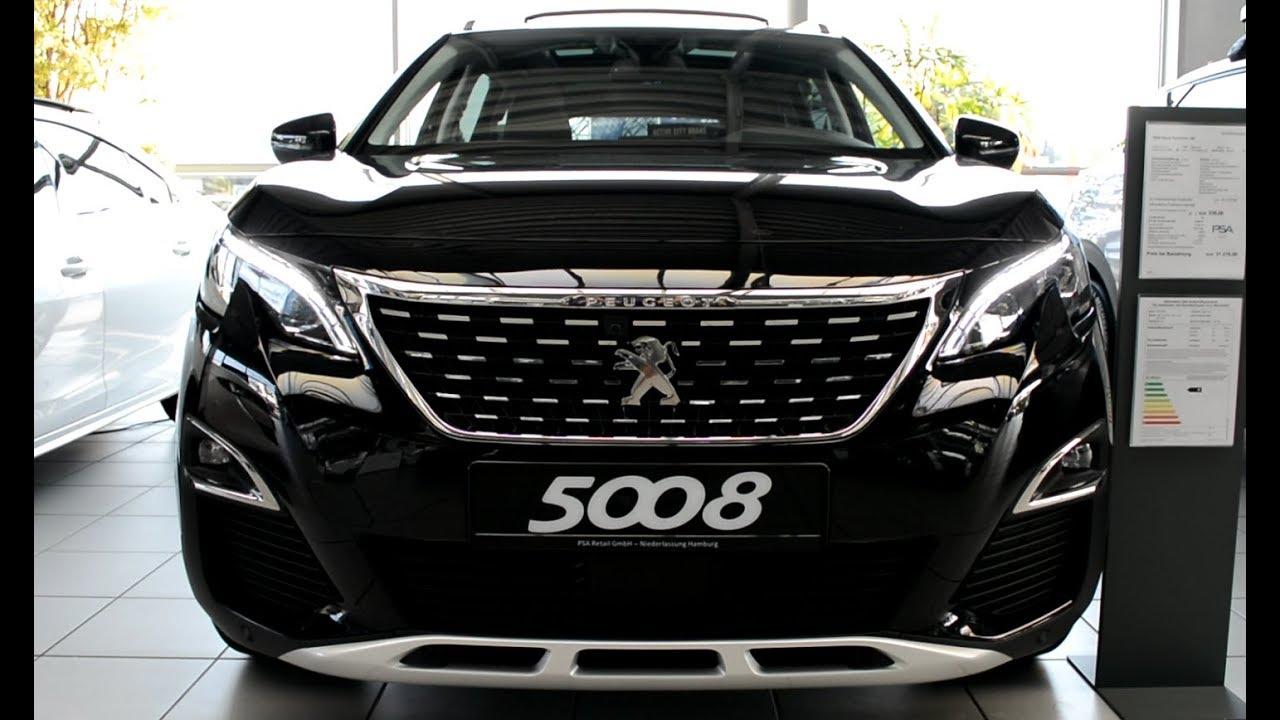 Mẫu xe Peugeot 5008 màu đen hầm hố