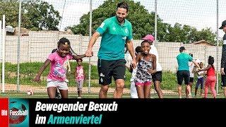 Werder-Profis tanzen mit Township-Kindern in Südafrika