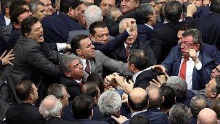 Турецкие депутаты подрались из за конституции