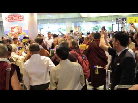 Hh 17th karmapa trinley thaye dorje singapore airport 2014 youtube karmapa trinley thaye dorje singapore airport 2014 youtube altavistaventures Choice Image