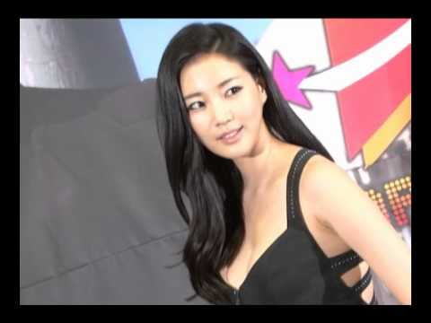 [donga]Kim Sarang, Sensual Body 'boast' (김사랑, '옷이 자꾸 흘러내려서...')