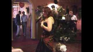 На розовой свадьбе -Таня  гадалка