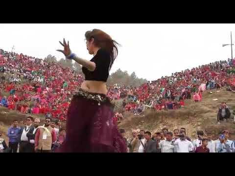 Firangi bhabhi sexy dance on marwadi song at village - YouTube