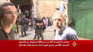 مئات المستوطنين يقتحمون الأقصى بحماية الاحتلال