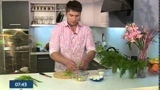 Кухня холостяка. Яйца, фаршированные салатом
