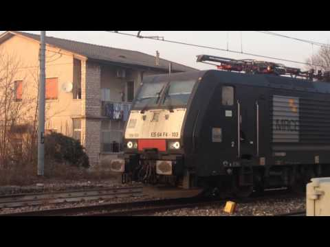 treno merci con loco E189 in partenza dopo precedenza