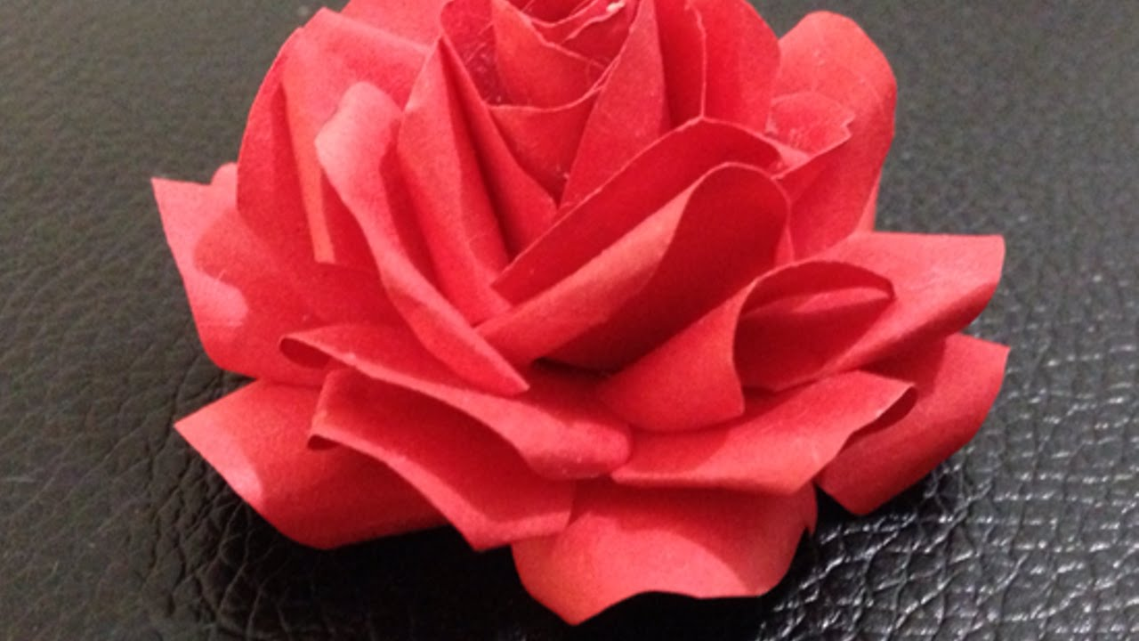 Faire des roses en papier diy arts cr atifs guidecentral youtube - Faire des roses en papier ...