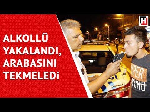 ALKOLLÜ POLİSE YAKALANDI, ARABASINI TEKMELEDİ