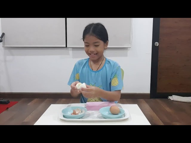 Minnie 9th  Peeling the hard boiled egg 720p