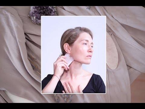 Как делать массаж гуаша: показывает Полина Сохранова