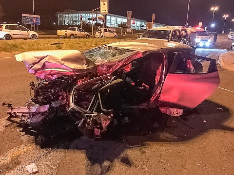 High speed head-on collision at Nelson Mandela & Du Plessis Roads intersection in Bloemfontein