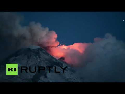 RAW: Spectacular Mount Etna volcano eruption in Sicily