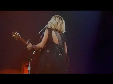 Carrie Underwood - Smoke Break - Nashville, TN 9/22/16