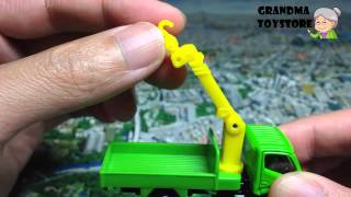 Unboxing Toys Review/demos - Tomica Hino Dutro Crane Green Truck Lifting Cargo 360 Degrees