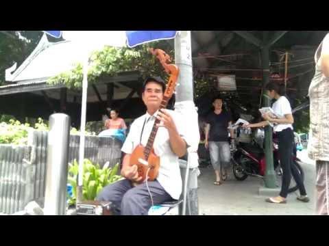 STREET MUSIC (HD) ELECTRIC THAI GUITAR - BANGKOK,THAILAND Creative Commons