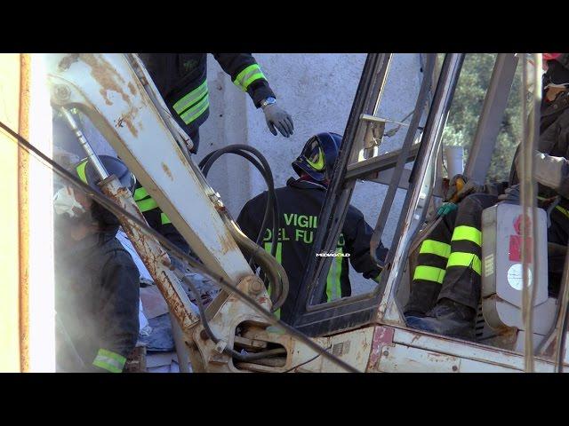 DISGRAZIA AD ARNASCO: CROLLA PALAZZINA NELLA NOTTE: video #1