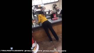 Girl Fights Employees at Jack In The Box Cause Her Sriracha Burger wasnt Ready