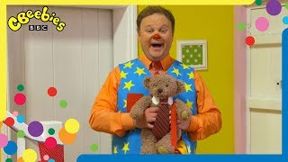 Mr Tumble Goes To School