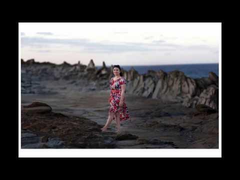 Photography Tutorial: Insane Bokeh - Brenizer Method (Portrait Panorama) thumbnail