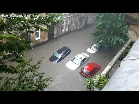 Гроза, град и ливневые паводки во Львове, Украина