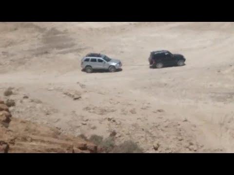תיעוד: רכבם של בני זוג נגנב לנגד עיניהם בבריכת צפירה שבמדבר יהודה