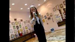 Юля поёт