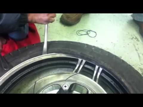 Como poner la c mara a una llanta de moto youtube - Como poner molduras de escayola ...