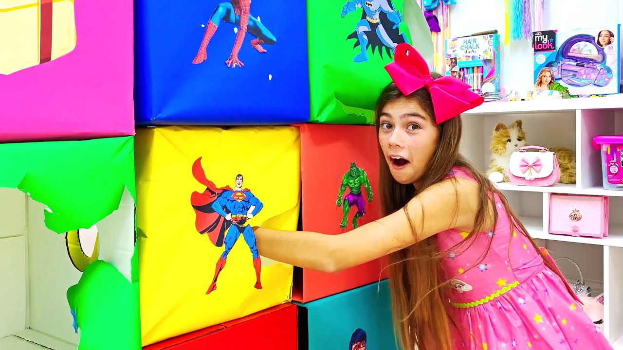 Nastya berpartisipasi dalam kompetisi pahlawan warna super.