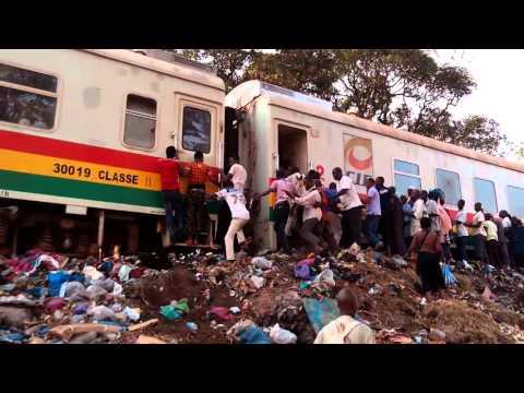 Bousculade, tracasserie et blessure, le quotidien des passagers du train Conakry Express (vidéo)