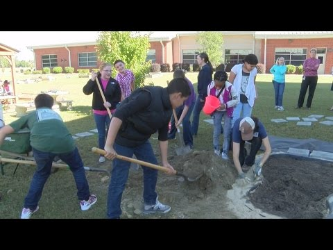 Kinston school takes the classroom outdoors