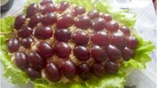 Салат Праздничный с виноградом и Кальмары в корзиночке из сыра