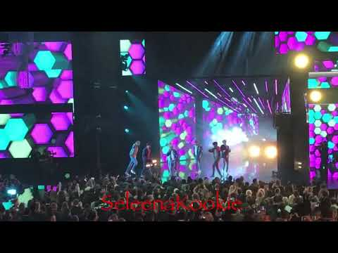 BTS - DNA US Debut Stage on American Music Awards(AMAs) 2017 [Fanchants]😍
