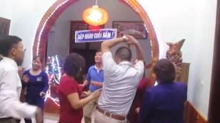 Nhay voi : Con buom xuan trong buổi GẶP NHAU CUỐI NĂM tại Xã Sơn Cẩm-H. Phú Luong-T. Thái Nguyên.