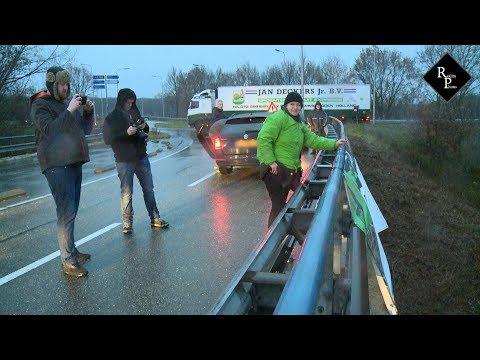Activiste opgepakt bij konijnenprotest van Vegan Streaker Peter Janssen