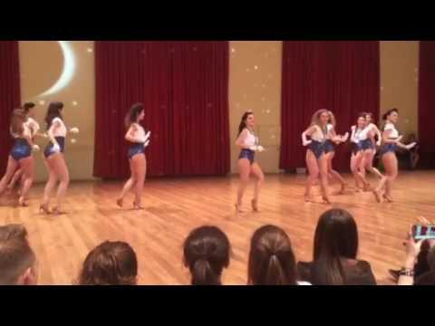 Мамбо танец сексуальных девочек