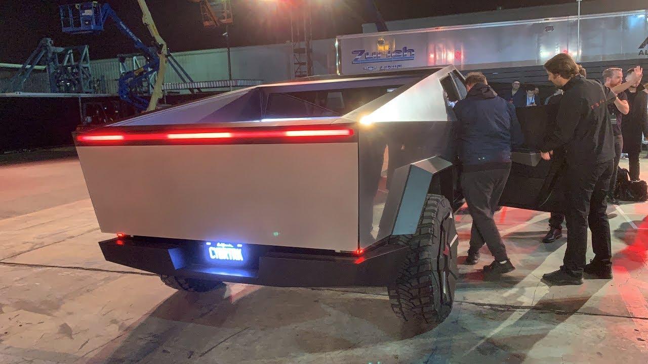 Како изгледа возењето во новиот Tesla CyberTruck?
