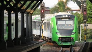 kereta hijau Solo Express dengan rangkaian KRD ME204 l DMU electric INKA