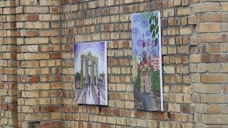 Выставка картин на заводской стене