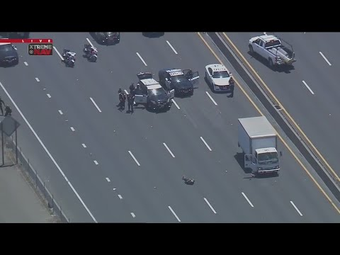 Download Man driving box truck leads police on pursuit from West LA to San Fernando Valley