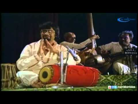 Raja Paarvai   theme music