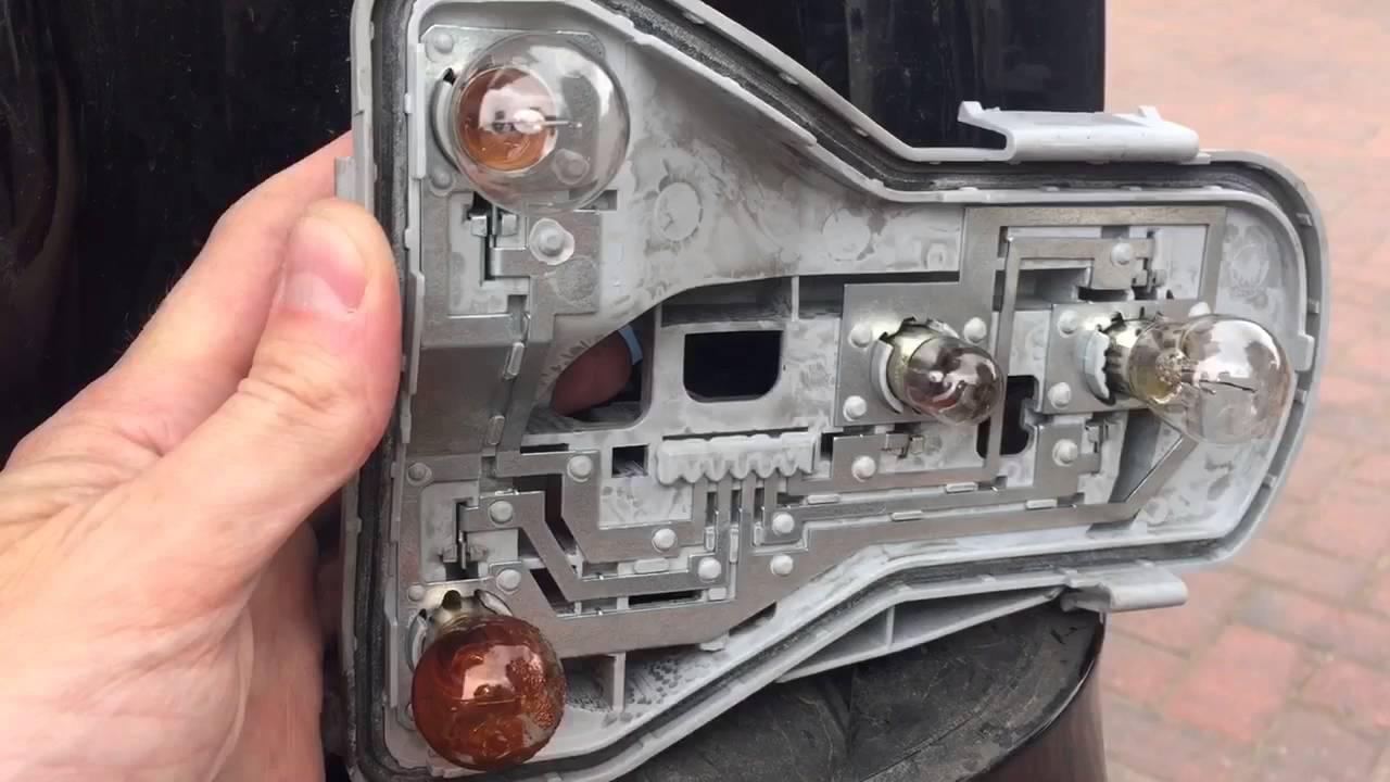 How To Change Rear Fog Light Bulb Vw Polo Mk4 Youtube